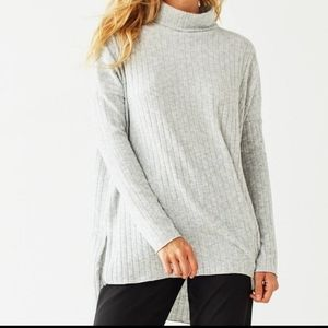 UO | Out from Under Iona Ribbed Turtleneck Top size large